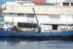 CARGO HANDLING: Offloading the old way