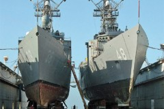 US NAVY: Tandem dry docking