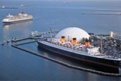 Cunarders: Queen Elizabeth salutes Queen Mary