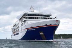 HANSEATIC Nature makes maiden call at Cowes
