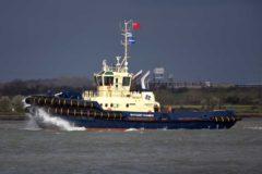 New tug Svitzer Thames arrives on the Thames